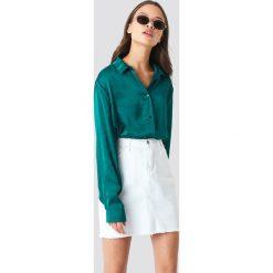 NA-KD Satynowa koszula z długim rękawem - Green. Zielone koszule damskie NA-KD, z satyny, z długim rękawem. Za 133,95 zł.