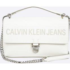 Calvin Klein - Torebka Sculpted Flap. Szare torebki klasyczne damskie Calvin Klein, w paski, z materiału, średnie. W wyprzedaży za 429,90 zł.