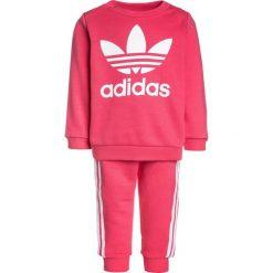 Adidas Originals CREW SET  Bluza real pink/white. Czerwone bluzy chłopięce marki adidas Originals, z bawełny. Za 199,00 zł.