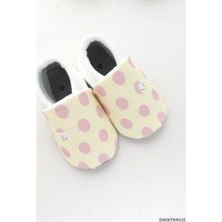 Miękkie buciki Zabawa w chowanego. Szare buciki niemowlęce Pakamera, z bawełny. Za 70,00 zł.