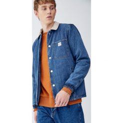 Kurtka jeansowa trucker z kontrastowym kołnierzem. Niebieskie kurtki męskie jeansowe marki Reserved, l. Za 229,00 zł.