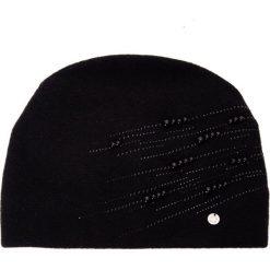 Czarna czapka z perełkami QUIOSQUE. Czarne czapki zimowe damskie QUIOSQUE, z poliamidu. Za 119,99 zł.