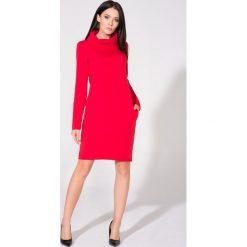 Czerwona Sukienka Dzianinowa z Kominem. Niebieskie sukienki dzianinowe marki bonprix, na spacer, na lato, w koronkowe wzory, dopasowane. Za 139,90 zł.