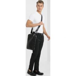 Royal RepubliQ LAPTOP COVER WITH STRAP Torba na laptopa black. Czarne torby na laptopa Royal RepubliQ. Za 379,00 zł.