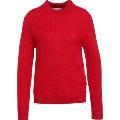 Swetry klasyczne damskie: Second Female MANUKA Sweter true red