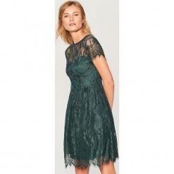 Koronkowa sukienka - Khaki. Czerwone sukienki koronkowe marki Mohito. Za 169,99 zł.