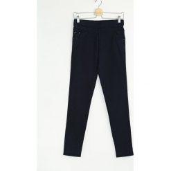 Spodnie damskie: Granatowe Legginsy Waste