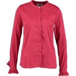 Mos Mosh MATTIE SHIRT Koszula cherry. Czerwone bluzki asymetryczne Mos Mosh, xl, z bawełny. Za 519,00 zł.