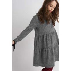 Sukienki: Sukienka z lamówkami