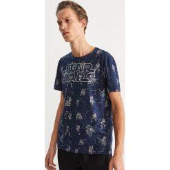 T-shirt z nadrukiem Star Wars - Granatowy. Białe t-shirty męskie z nadrukiem marki Reserved, l. Za 59,99 zł.