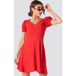 Trendyol Sukienka mini z dekoltem V - Red. Szare sukienki mini marki Trendyol, na co dzień, z elastanu, casualowe, dopasowane. Za 80,95 zł.