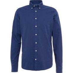 Hackett London DYE DELAVE Koszula airforce blu. Niebieskie koszule męskie marki Polo Ralph Lauren, m, z bawełny, polo. Za 459,00 zł.