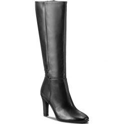 Kozaki TAMARIS - 1-25595-39 Black 001. Czarne kozaki damskie na obcasie marki Superfit, z gore-texu, przed kolano, na wysokim obcasie. W wyprzedaży za 279,00 zł.