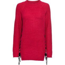 Sweter dzianinowy ze sznurowaną wstawką bonprix czerwono-czarny. Czerwone swetry klasyczne damskie marki bonprix, z dzianiny, ze sznurowanym dekoltem. Za 99,99 zł.