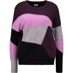 Swetry klasyczne damskie: Noisy May Petite NMEIGHT O NECK  Sweter fudge