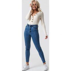 NA-KD Jeansy rurki z wysokim stanem - Blue. Niebieskie spodnie z wysokim stanem NA-KD, z jeansu. Za 161,95 zł.