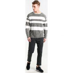 Swetry klasyczne męskie: TOM TAILOR DENIM MODERN STRIPE CREW Sweter woodland green