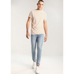 T-shirty męskie z nadrukiem: Legends TRAVIS  Tshirt z nadrukiem tan/white