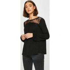 Vero Moda - Bluzka Viona. Czarne bluzki nietoperze marki Vero Moda, l, z dzianiny, casualowe, z okrągłym kołnierzem. Za 129,90 zł.