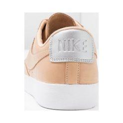 Tenisówki damskie: Nike Sportswear BLAZER LOW BP Tenisówki i Trampki vachetta tan/white