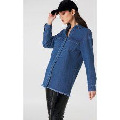 NA-KD Koszula jeansowa z surowym wykończeniem - Blue. Niebieskie koszule jeansowe damskie NA-KD. Za 80,95 zł.