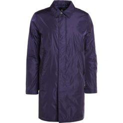 PS by Paul Smith MENS QUILTED MAC Krótki płaszcz dark blue. Niebieskie prochowce męskie PS by Paul Smith, l, z materiału. W wyprzedaży za 595,60 zł.