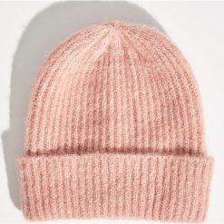 Czapka typu beanie - Różowy. Czerwone czapki zimowe damskie Sinsay. Za 19,99 zł.