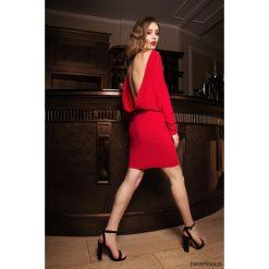 Sukienki balowe: Sukienka z odsłoniętymi plecami czerwona mini