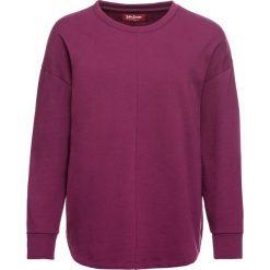 Luźniejsza bluza z miękkiego materiału bonprix jeżynowy. Fioletowe bluzy damskie bonprix. Za 74,99 zł.