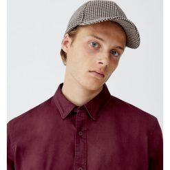 Koszula oxford z długim rękawem. Czerwone koszule męskie Pull&Bear, m, z długim rękawem. Za 69,90 zł.