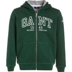 GANT 1949 FULL ZIP  Bluza rozpinana ivy green. Zielone bluzy chłopięce rozpinane marki GANT, z bawełny. W wyprzedaży za 202,95 zł.