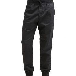 Spodnie męskie: Carhartt WIP MADISON TRABUCO Spodnie materiałowe black rinsed