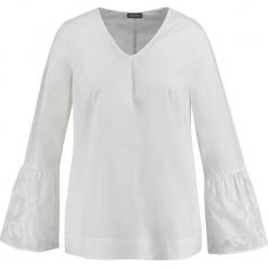 Bluzka w kolorze kremowym. Białe bluzki damskie SAMOON, z bawełny. W wyprzedaży za 130,95 zł.