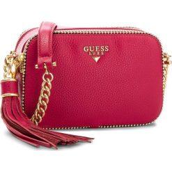 Torebka GUESS - HWARID L8239 FUC. Czerwone torebki klasyczne damskie Guess, z aplikacjami, ze skóry. W wyprzedaży za 669,00 zł.