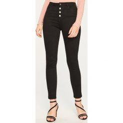 Spodnie z wysokim stanem - Czarny. Czarne spodnie z wysokim stanem marki Reserved. Za 99,99 zł.