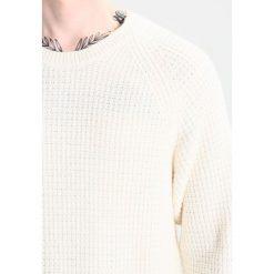 Swetry męskie: Weekday PARKER WAFFLE  Sweter white