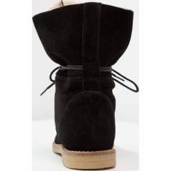 KIOMI Botki sznurowane black. Czarne buty zimowe damskie KIOMI, z materiału, na sznurówki. W wyprzedaży za 356,15 zł.