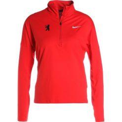 Nike Performance BERLIN MARATHON Koszulka sportowa university red. Czerwone topy sportowe damskie marki Nike Performance, l, z elastanu, z długim rękawem. W wyprzedaży za 153,30 zł.