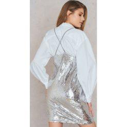Qontrast X NA-KD Sukienka z cekinami - Silver. Szare sukienki mini marki Qontrast x NA-KD, w paski, z poliesteru. W wyprzedaży za 72,89 zł.