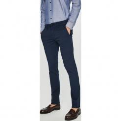 Guess Jeans - Spodnie. Szare rurki męskie Guess Jeans, z aplikacjami, z bawełny. Za 399,90 zł.