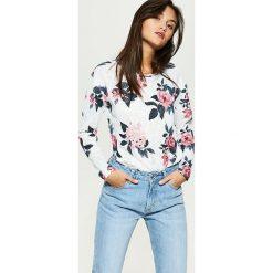 Swetry klasyczne damskie: Wzorzysty sweter – Biały