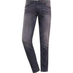 DRYKORN JAW Jeansy Slim Fit grey. Szare jeansy męskie relaxed fit marki DRYKORN, z bawełny. W wyprzedaży za 503,20 zł.