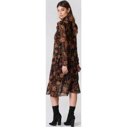 Samsoe & Samsoe Sukienka z długim rękawem Cavan - Multicolor. Brązowe sukienki na komunię marki Samsøe & Samsøe, z poliesteru, z falbankami, z długim rękawem. Za 566,95 zł.