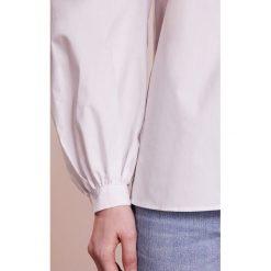 Bluzki asymetryczne: J.LINDEBERG PEBBLE LIGHT POPLIN Bluzka pale grey