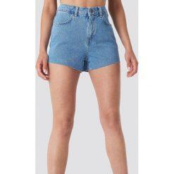 Trendyol Szorty jeansowa z surowym brzegiem - Blue. Niebieskie szorty jeansowe damskie marki Trendyol, z podwyższonym stanem. W wyprzedaży za 56,67 zł.