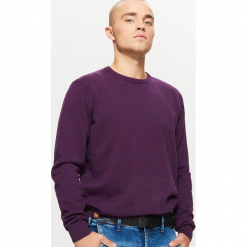 Gładki sweter BASIC - Fioletowy. Fioletowe swetry klasyczne męskie marki Reserved, l, z bawełny. Za 69,99 zł.