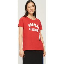 T-shirt z taśmami - Czerwony. Czerwone t-shirty damskie marki Sinsay, l. W wyprzedaży za 14,99 zł.