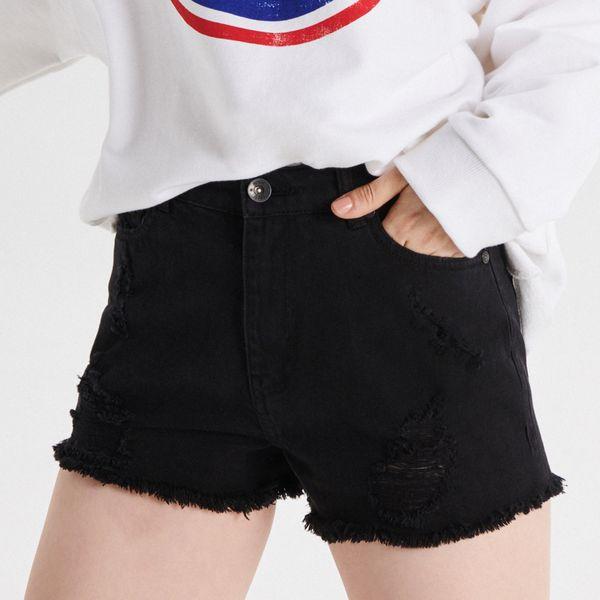 c91e4b62d327cd Jeansowe szorty High Waist - Czarny - Czarne szorty damskie Cropp, bez  wzorów, z jeansu, z podwyższonym stanem. W wyprzedaży za 59,99 zł.