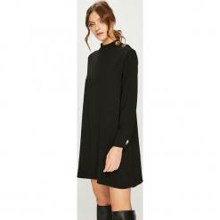 Answear - Sukienka. Czarne długie sukienki marki ANSWEAR, na co dzień, m, z poliesteru, casualowe, z okrągłym kołnierzem, z długim rękawem, proste. Za 149,90 zł.