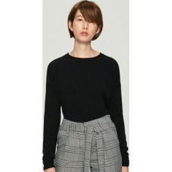 Gładki sweter basic - Czarny. Czarne swetry klasyczne damskie Sinsay, l. Za 39,99 zł.